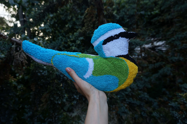punch needle poduszka ptak