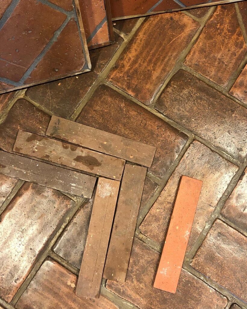 podłoga cegła
